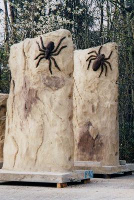Spielplatzfelsen mit Spinne