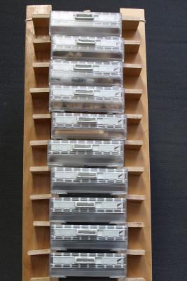 Kleinteilregal aus Sperrholzbettgestellen und Mediensaverboxen, 2015
