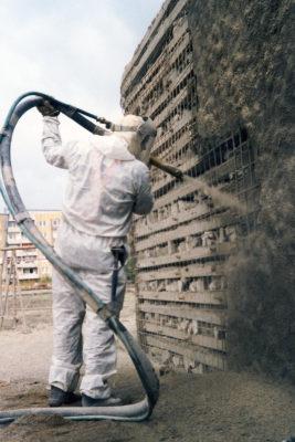 Kletterfelsenbau aus alten Betonplatten