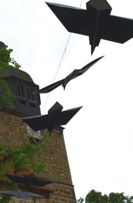 """""""Fliegende Raben """" Upcycling-und Streetartaktion Gudensberg 2014"""