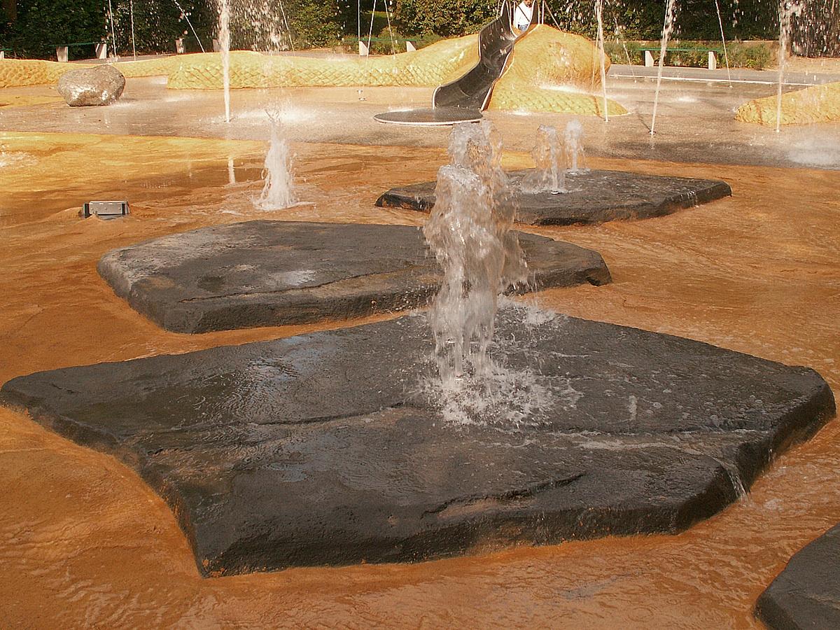 Großer Wasserspielplatz Mainz 2003